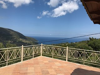 Apartment , 3 Bedrooms with Mountain & Sea View