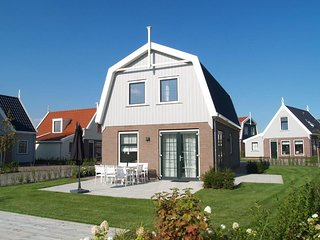 Bungalow for 8 persons in holiday park close to Amsterdam, Volendam & Marken