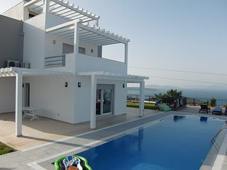 Deluxe Villa in Cesme, Large Pool and Amazing View