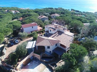 CASA MARZELLINU 1: apartment in villa very close to the sea