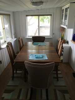 Big dining table for big times.