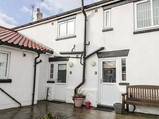 GREYSTONES COTTAGE, charming interior, close to the beach, enclosed garden, Ref.