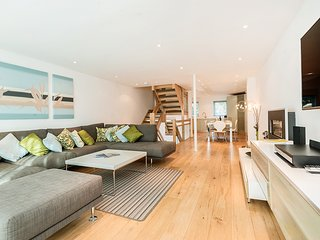 5 Red Sails. Stylish town house in Sandbanks