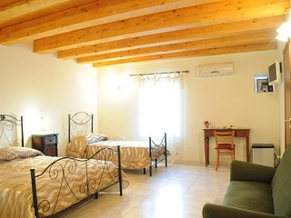BB Il Principe (5 large rooms with private bathroom and common kitchen)