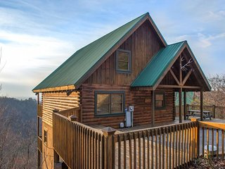 Gorgeous cabin w/ game room, furnished deck, hot tub, and spectacular views