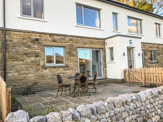 2 ORCHARD LEIGH, WIFI, views of Yorkshire Dales National Park, WIFI, Ref 961339