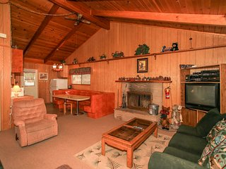 ~Rainbow Ridge Retreat~Furnished Bear City Escape Cabin~Minutes To All Activitie