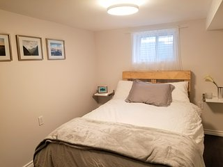 BRANDNEW private 1BR suite,breakfast,WIFI,parking. 10min-airport. 25min-union st