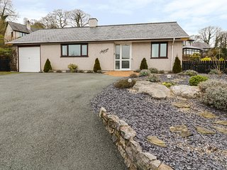 ARDWYN, detached, private garden, pet-friendly, WiFi, in Bala, Ref 937357