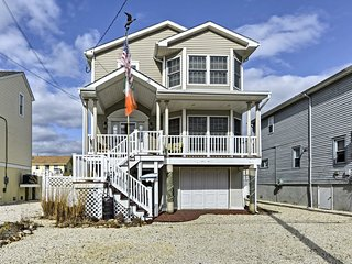 NEW! Charming 3BR Ship Bottom Home -Walk to Beach!