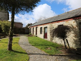 SWIFT COTTAGE, pets welcome, WiFi, romantic rural retreat in East Taphouse, Ref.