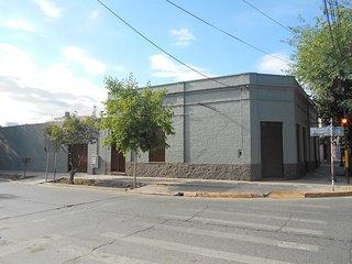 La Casona, es una casa familiar para descansar, estar comodos, a 4 km de Mendoza