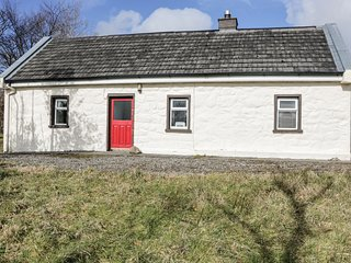 LOUGH ALLEN VIEW, single-storey detached cottage, woodburner, pet-friendly, comf