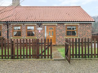 BISHOP COTTAGE, pet friendly, with a garden in Skinningrove, Ref 2834