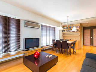 2 bdr apt with sea view in Glyfada