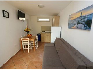 Apartmant Bee 12 for 6 in center of  Novalja