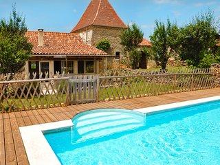 Agréable maison au calme avec piscine privée et jardin, proche de Sarlat