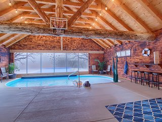 The Ridgemont Lodge - Indoor/Outdoor Heated Pool