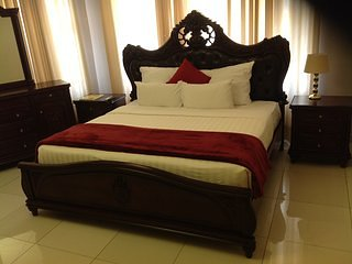 CYPRESS EXECUTIVE LODGE Bedroom 8, vacation rental in Livingstone