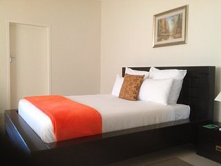 CYPRESS EXECUTIVE LODGE Bedroom 2, vacation rental in Livingstone