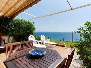 HOUSE OF SUN AND SEA / AMAZING VIEWS OF 1800 OVER THE SEA