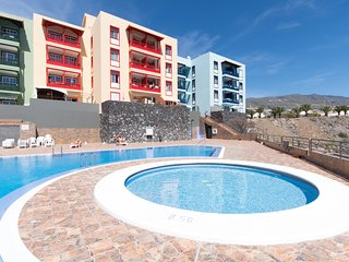 Tranquil 3 Bedroom Apt. Air Conditioning. Communal Pool. Sleeps 6.| CallaoSalvaj
