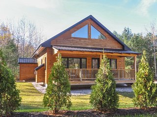 Cozy Bartlett Cabin - 5 Mins to Attitash Resort!