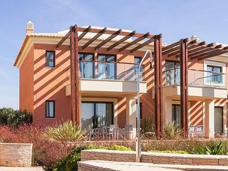 2 bedroom Villa with WiFi and Walk to Shops - 5343708