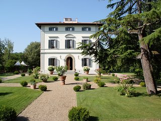 Villa in the heart of Tuscany Chianti area Large garden Panoramic luxury pool AC