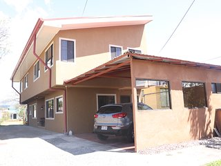 Fully equipped 2 story house 10min from airport
