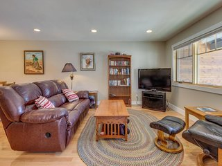 Sparkling new home close to downtown, hiking trails & more!
