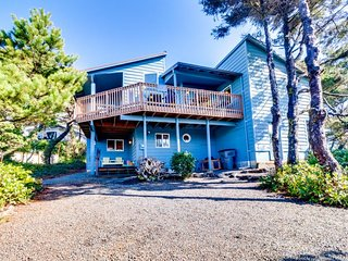 Oceanview home with a private hot tub & deck - one dog welcome! (MCA #520)
