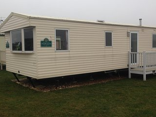 Spacious modern 3 bedroom caravan sleeps 6/8 persons .Pets welcome.