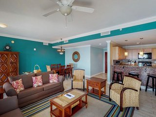 Family-friendly condo across from the beach - shared pool & hot tub!