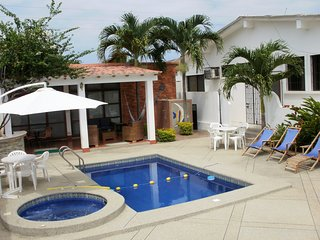 Cesar's House: Comfy & Roomy House. Private Pool. Free: Wi-Fi, Cable & Breakfast