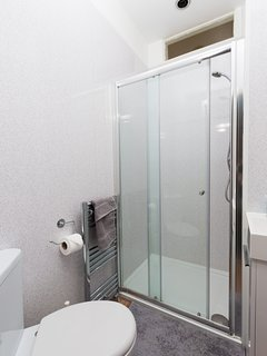 Shower room 1.