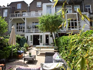 House 357 m from the center of The Hague with Internet, Parking, Washing machine
