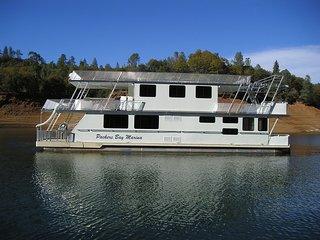 Shasta Marina at Packers Bay Constellation Houseboat