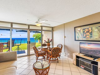 Hale Ono Loa 120 OCEAN FRONT Cottage - Call for a FREE NIGHT in June or July!