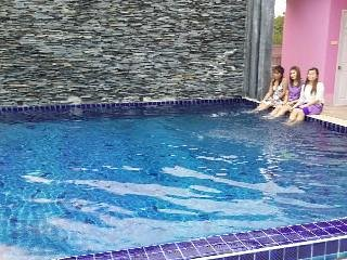 Beautiful modern home with neighborhood swimming pool!! Bedroom 1