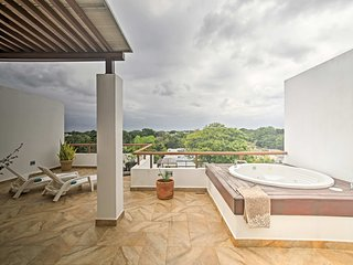 2BR Tulum Condo Near Beach w/Private Hot Tub!