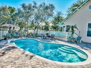 Private Pool, Walk to the Beach, Sleeps 10!