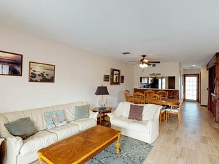 Amazing expansive duplex with private pool, perfect for retreats & large groups