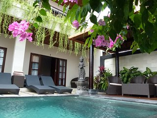 Villa Dunia 4 b/room villa in central Legian