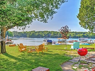 Charming Cottage on Crystal Lake w/ Private Dock!