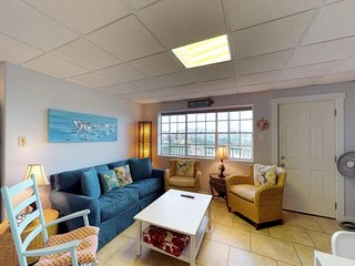 Beachfront condo w/ shared pools and ocean views - walk to the sand and water!
