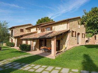 3 bedroom Villa in Strada, Umbria, Italy - 5056039