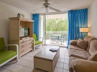 Dog-friendly Sunrise Suites condo w/ shared pool, & hot tub!