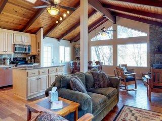 Spacious, airy home w/ 2 decks & pool table - walk to Pine Mountain Lake Marina!