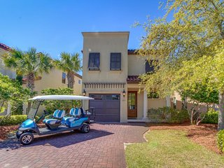 Spacious townhouse w/ shared pool, convenient & peaceful location, golf on-site!